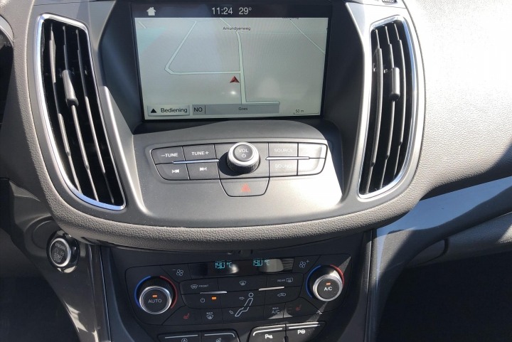 infotainment systeem van de ford c-max auto melse